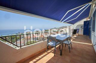 Piso con terraza y vistas al mar en venta en Pozo