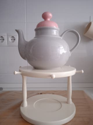 Tetera con soporte para platos y tazas
