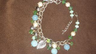 collar dorado con perlas