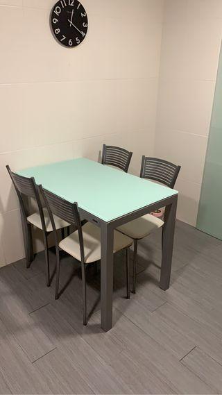 Mesa y 4 sillas comedor cocina o exterior