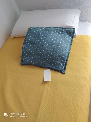 Colcha cama 90 / Cojín Zara Home etiqueta