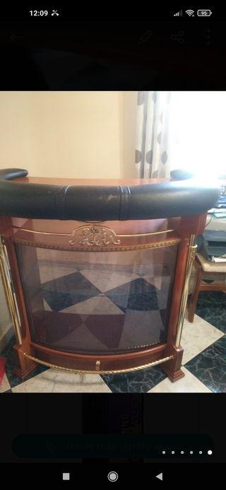 vitrina de madera y cristal a juego con mueble bar
