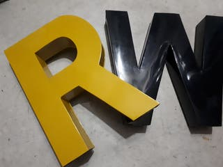R W letras decorativas