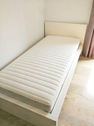Conjunto Cama colchón somier baldas blanco Malm