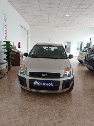 Ford Fusion . Suv pequeño