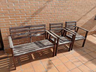 Banco y sillas de madera para terraza o jardín