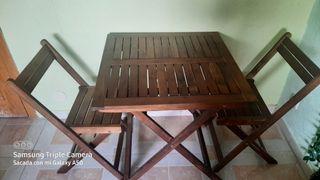 Mesa madera y sillas a juego