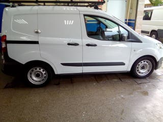 Ford Transit Courier 2016