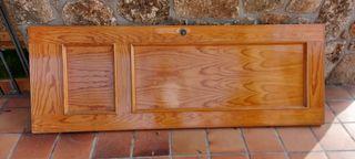 puerta de madera con seguro