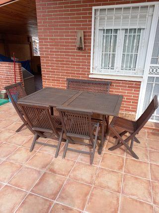 mesa banco y sillas de jardin