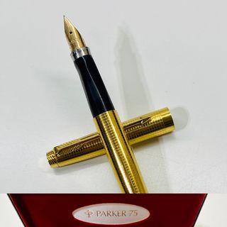 Pluma estilográfica Parker Custom Insignia ORO