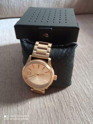 Se vende reloj de hombre marca DIESEL