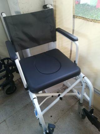 Silla de ruedas para baño y WC