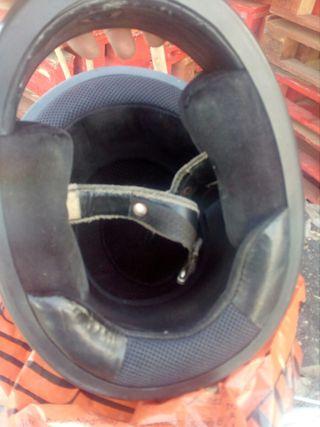 casco usado con signos de uso