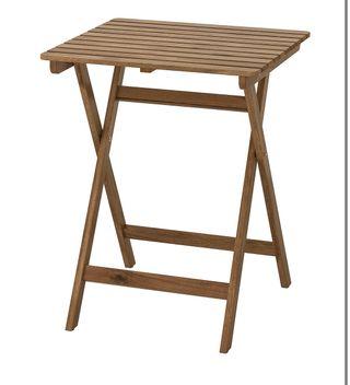 Mesa de jardín de madera plegable