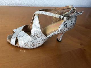Zapatos de bailes de salón o salsa
