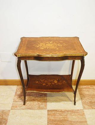 Antigua mesa Luis XV con marquetería