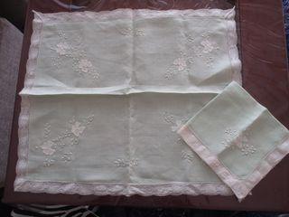 Mantel individual de lino con servilleta