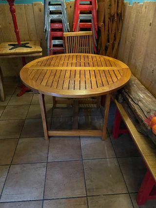Mesa de madera para jardín