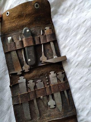 Antiguo set de herramientas en estuche de cuero