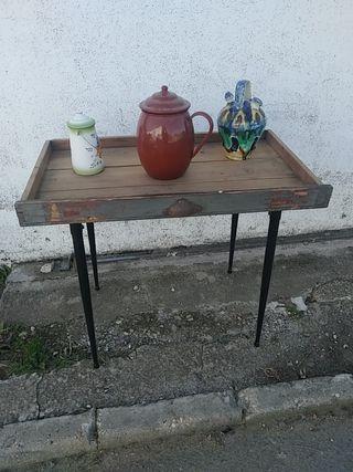 Mesa reciclada antigua
