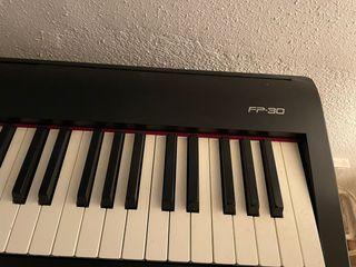MUSICAL Teclado Roland FP-30