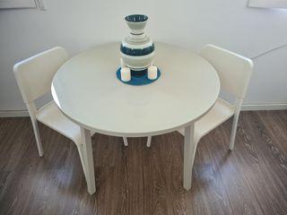 mesa redonda de vidrio y acero + 2 sillas ikea