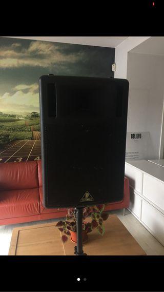 Altavoces amplificados Behringer B300
