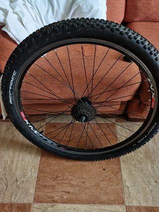 Rueda de bici seminueva