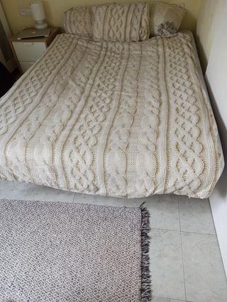 Cama doble de 135x200cm (somier + colchon)