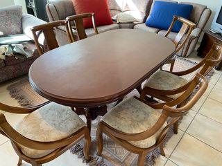 Mesa y sillas de nogal