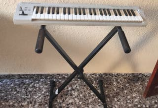 teclado MIDI Roland PC-180 + Soporte