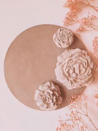 Bonito Centro de Flores de Cemento medida grande