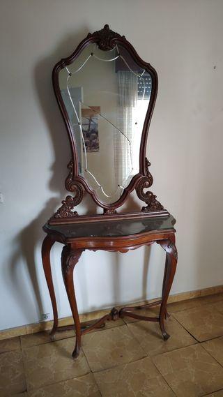mueble recibidor antiguo con espejo