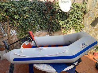 Barca hinchable con motor eléctrico
