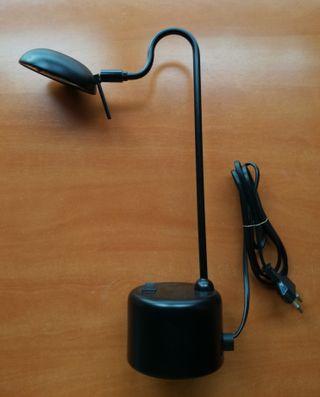 Lámpara de escritorio clásica. Sin uso.