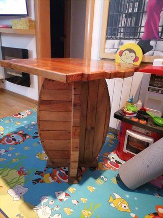 mesa tipo bar de madera maciza.