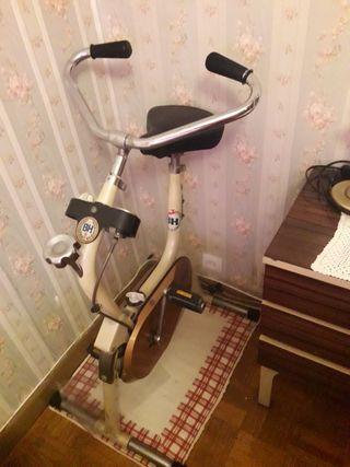 bici estatica antigua marca BH.