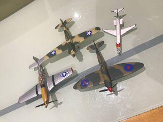 Maquetas de 4 aviones