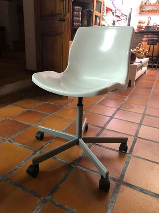 Silla de escritorio en blanco