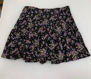 Minifalda pantalón de flores Zara