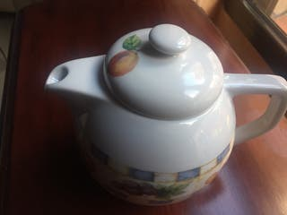 Tetera / Cafetera de porcelana.