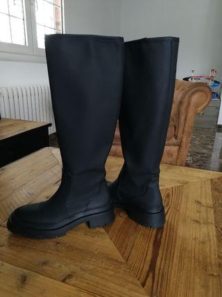 bota engomada de Zara (agua)