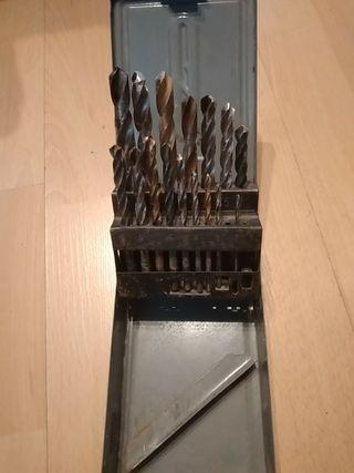 caja de 16 brocas de hierro o metal