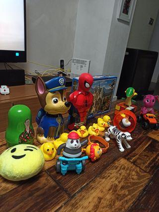 juguetes variados.