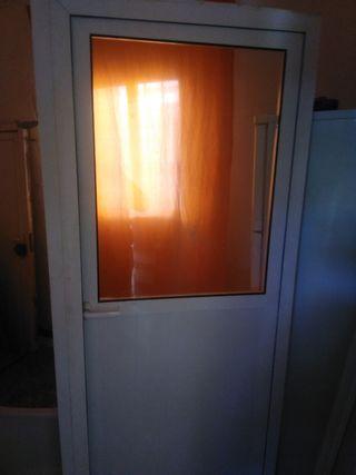 puerta de aluminio nueva