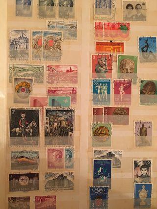 Colección de sellos en álbumes.