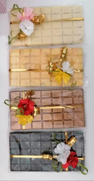 Tabletas de chocolate con fruta deshidratada