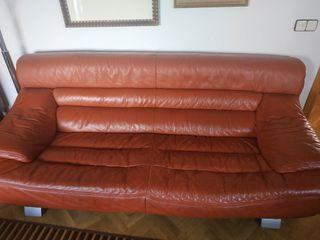 Sofá de piel color teja