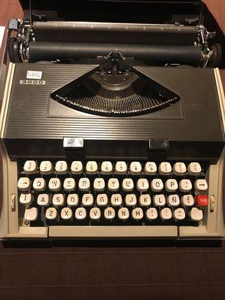 Máquina de escribir antigua mitoral 3000